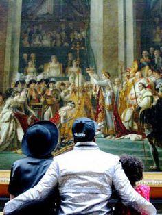 Beyonce, Jay-Z et Blue Ivy dans un hall du Louvre : Ce samedi, la famille Carter s'est rendu au musée du Louvre pour une visite exclusive. Quand Jay-Z se la joue Mona Lisa, Beyonce fait des duckfaces...