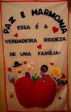 Resultado de imagem para painel dia da mãe pré-escolar Classroom, Clip Art, Kids, How To Make, Circus Crafts, Glass Chandelier, School Murals, Art Classroom, Day Planners