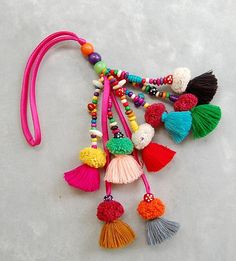 Mixed Color Tassel Beach Bag Decoration with Pom Poms - Source by Craft Stick Crafts, Diy Crafts, Hand Crochet, Crochet Hats, Pom Pom Crafts, Easter Bunny Decorations, Easter Crafts For Kids, Crochet Patterns For Beginners, Pom Poms