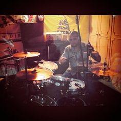 In estudio!!! #studio #vf15#drumporn #instalike #performance@180drums @180.dave#sound #music #instagram #instamusic@jakenicolle#follow4follow#instamoodd#following by mtuliomontalvo