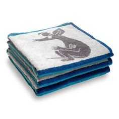 A towel with blue and grey squares filled with the beloved characters from the Moominvalley. Make your baths as good as possible with the Moomin family. The Moomin-towels are inspired by Tove Jansson's original drawings and are authentic ©Moomin Characters™ licensed products.