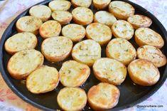 Cartofi prajiti la cuptor cu cimbru și mujdei | Savori Urbane Pretzel Bites, Bread, Food, Brot, Essen, Baking, Meals, Breads, Buns