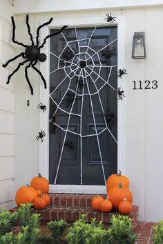 45 Spooky Halloween Home Decorations IdeasA Spider-Web Door Idea - Spooky Diy Halloween Door Decorations For for a screen door. A festive Halloween door decoration with a DIY giant spider web and spiders big and small crawling all over the d Spooky Halloween, Deco Porte Halloween, Halloween Front Doors, Trendy Halloween, Halloween 2020, Halloween Makeup, Happy Halloween, Halloween Crafts To Sell, Halloween Garage