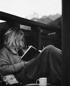 black and white journalling photography girl writing People Reading, Woman Reading, Noora Skam, Nerd, Lectures, Book Photography, Pinterest Photography, Love Book, Black And White Photography