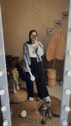 bowling outfit date Hijab Fashion Summer, Modest Fashion Hijab, Modern Hijab Fashion, Street Hijab Fashion, Casual Hijab Outfit, Hijab Fashion Inspiration, Hijab Chic, Muslim Fashion, Look Fashion