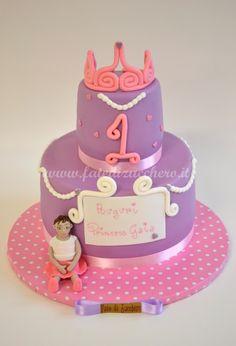 Torta Principessa per il Primo Compleanno: con bimba e coroncina 3D interamente modellate e dipinte a meno