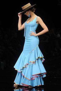 Ángeles Verano presenta en Simof sus «Alfileres de colores» Flamenco Costume, Flamenco Dancers, Dance Costumes, Spanish Dress, Spanish Dancer, Gypsy Women, Spanish Fashion, Girl Dancing, Historical Clothing