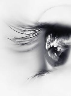 http://www.faciepopuli.com/post/1036391264/artemisdreaming-olhar-black-and-white