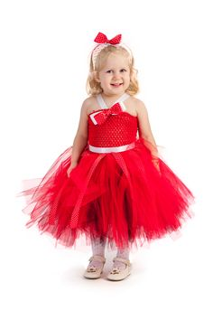Rochita printesa : Red 3 in 1  Rochita tutu Red 3 x1 se poate transforma cu ajutorul unor accesorii in 3 rochite total diferite: 1.Rochita ocazii sau Lady in red, daca aplicati pe corset, cat si pe cordeluta cate un trandafir rosu din satin  (vezi poza 3) 2.Rochita serbare iarna sau rochita bradut, rochita spiridus,  daca aplicati pe corset cele 2 figurini din fetru incluse: bradut si cizmulita lui Mos Craciun (vezi poza 1) 3.Rochita Craciun sau Craciunita, rochita Mos Craciun- daca…