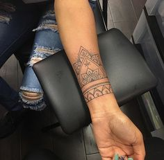 Tätowierungen Diy Tattoo Project Cover It Up Wrist Tattoos For Women, Small Wrist Tattoos, Finger Tattoos, Tattoos For Guys, Tattoo Small, Boho Tattoos, Trendy Tattoos, Leg Tattoos, Sleeve Tattoos