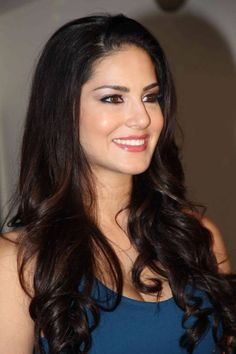 Bollywood actress Sunny Leone pics are papped at her latest movie press meet event in the hot dress. Sunny Leone looks more hotter in the press meet. Bollywood Celebrities, Bollywood Actress, Hindi Actress, Las Vegas, Photoshoot Video, Queen, Bollywood Stars, Latest Pics, Latest Images