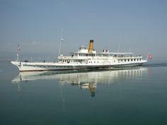"""r Un bateau Belle époque de la CGN restauraté sur le lac Léman. Des huit bateaux """"Belle-Epoque"""" exploités par la Compagnie générale de navigation (CGN) sur le lac Léman et classés monuments historiques d'importance nationale par la Suisse en 2011, six ont déjà été restaurés. Un septième, """"Italie"""", est enfin en cours de rénovation. Stoppé pour vétusté en 2005 après un siècle de navigation sur le lac, le vénérable bateau à aubes a été sauvé par l'Association Site Classé, Destinations, Paddle Boat, Excursion, Classic Motors, Super Yachts, Lausanne, Water Crafts, Switzerland"""