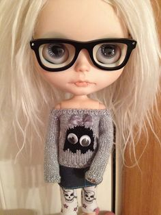 @olivia o glassessssssss!  nerd blythe