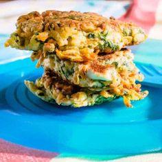 spinach, carrot and fetta fritters Sugar Free Breakfast, Healthy Breakfast For Kids, Nutritious Breakfast, Healthy Kids, Sweet Potato Veggie Burger, Sweet Potato And Apple, Lacto Vegetarian Diet, Vegetarian Recipes, Ovo Vegetarian