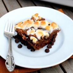 S'mores Bread Pudding | a chocolate bread pudding gets an upgrade with graham crackers, chocolate chips and toasted marshmallows!
