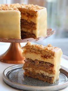 Efterårslagkage // Æbler, Karamel & Nødder | Marie Josiasen Baking Recipes, Cake Recipes, Dessert Recipes, Diy Dessert, Danish Food, Fall Baking, Fancy Cakes, Sweet Cakes, Vegan Snacks