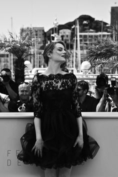 Emma Stone at the photocall for Irrational Man at the Cannes International Film Festival Emma Stone, Celebrity Look, Celebrity Dresses, Celeb Style, Trending Topic, Party Frocks, Andrew Garfield, Beauty Shots, Celebs