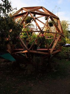 "Buckminster Fuller's Kind of Shed  O2 Treehouse's Dustin Feider has chiseled out a niche for geodesic domes in the treehouse market, but he also makes 14-foot-diameter geodesics that are glorified sheds. ""I sell [them] on legs for people who don't have trees that are big enough,"" he says."