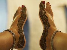 Henna feet! Gorgeous.