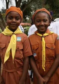 Kenyan Brownies - we love the bright uniform colours! [WAGGGS]