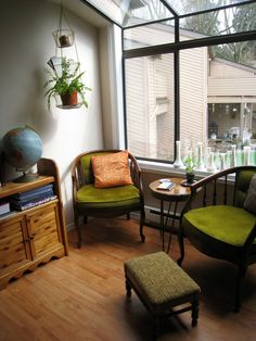 Nothing says it's time to cuddle up and read a good book like cold weather, and now in the thick of winter is the best time to perfect your reading space. Get the inspiration you need to create your very own comfy reading nook! Bedroom Nook, Elderly Home, Cozy Corner, Cozy Room, Home Living Room, Outdoor Furniture Sets, Shabby Chic, House Design, Interior Design
