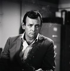 """David Janssen as Dr. Richard Kimble in """"The Fugitive"""" (1963-1967) - too late to stay up first run."""