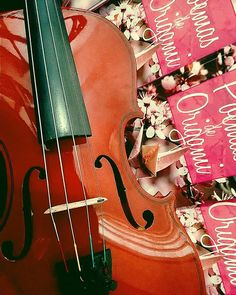 'Do you like music?' - 'Do you like breathing?' #music #book #poemasdeorigami #origami #livros #violin #love #amo #poetry #instabook #life #classic #breathe #violino