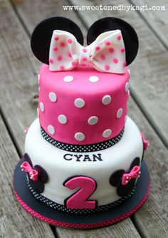 Minnie Mouse Fondant Cake Decorations by SweetenedbyKagi Minni Mouse Cake, Minnie Mouse Cake Topper, Bolo Minnie, Minnie Cake, Mickey Cakes, Mickey Mouse, Fancy Cakes, Cute Cakes, Pastel Mickey