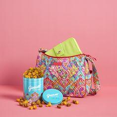 ヴェラブラッドリーとギャレット ポップコーン ショップスのペイズリー柄コラボ缶が発売