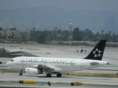 Taca N524TA Airbus A319 Star Alliance livery taxiing to the gate @ LAX