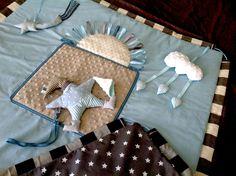 Tapis d'éveil sensoriel transformable en sac de rangement