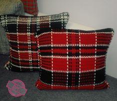 Crochet tartan Diy Crochet, Tartan, Christmas Sweaters, Throw Pillows, Fashion, Moda, Cushions, Christmas Jumper Dress, Decorative Pillows
