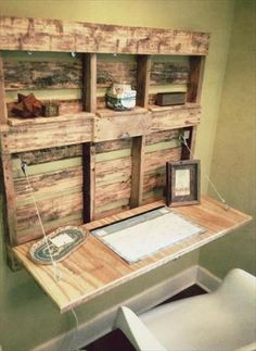 Wooden Pallet Furniture 5 DIY Easy Wooden Pallet Desk Ideas - Now we have select.Wooden Pallet Furniture 5 DIY Easy Wooden Pallet Desk Ideas - Now we have selected the pallet wood and its various purposes a# Desk # Pallet Desk, Wooden Pallet Projects, Wooden Pallet Furniture, Pallet Crafts, Diy Furniture, Furniture Design, Furniture Projects, Pallett Wall, Pallet Tables