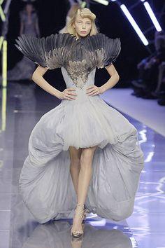 Bird Taxidermy dress by Alexander McQueen - Tanya Dziahileva wears Taxidermal Haute Couture at Alexander McQueen, Spring/Summer 2008 - 'La Dame Bleue'. Couture Fashion, Fashion Art, Runway Fashion, High Fashion, Fashion Show, Fashion Spring, Alexander Mcqueen, Tanya Dziahileva, Saab