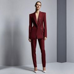 Clothing type women suit pants... Ouser suitpant closure type zipper flyclosure type single buttonstyle office ladyis_customized yescollar notched Women Business Attire, Formal Business Attire, Business Suits, Business Fashion Professional, Professional Attire, Graduation Suits, Ladies Trouser Suits, Pantalon Costume, Blazer Outfits