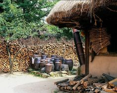 장독대 Korean Traditional, Traditional House, Farm Cottage, Korean Art, Good Old, Old Pictures, Farm Life, Middle Ages, Photo Art