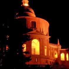 Certo che San Luca ha un gran fascino anche in versione notturna!