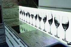Glazen achterwand met volledige LED verlichting #Keukenglas #achterwandglas…