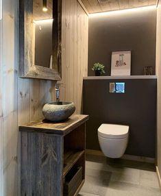 Utrolig så lekkert man kan få det på toalettet😃 Credit: @casa_storasen… Toilet, Bath, How To Make, Cabin, Things To Sell, Instagram, Flush Toilet, Bathing, Cabins
