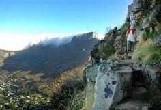 Bergstoppen Lion's Head går att sikta var du än befinner dig i Kapstaden. Half Dome, Mount Rushmore, Lion, Mountains, Nature, Travel, Leo, Naturaleza, Viajes