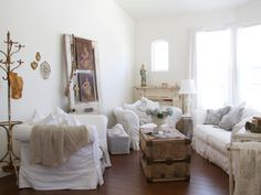 Feminine florals, lacy fabrics and timeworn details give these shabby chic living rooms a beautifully rustic and charming appeal. Browse through our favorite designs to get ideas for re-creating the look in your own abode.