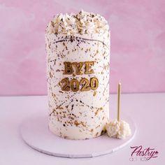 New Year's themed smash cake with black, gold and silver paint splatter. Call or email us to design your dream cake today! #newyearscakes #smashcakes #smashcakeideas #bye2020 #cakedecorating #luxurycakes #moderncakes #goldcakes #silvercakes Lemon Buttercream, Strawberry Buttercream, Strawberry Filling, Chocolate Buttercream, Modern Cakes, Basic Cake, Cakes Today, Silver Paint, Dream Cake
