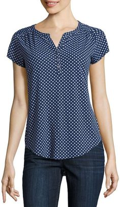 This Pin was discovered by Aurora Violeta Zapata Rueda. Discover (and save!) your own… - blusa de mujer Pin by Matilde on blusas in 2019 52 v neck top for your wardrobe this winter – Artofit 27 elegant photo of custom sewing patterns – artofit – A Blouse Styles, Blouse Designs, Sewing Blouses, Henley Tee, Mode Style, Dress Patterns, Sewing Patterns, Designer Dresses, Ideias Fashion