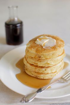 Best Ever Buttermilk Pancakes #breakfast-in-bed slideshow. See all 20 Breakfast in Bed Recipes on SMPLiving: http://www.stylemepretty.com/collection/635/