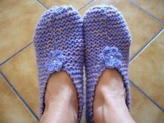 Someone asked me for the tutorial knit slippers. Knitted Booties, Knitted Slippers, Slipper Socks, Easy Knitting, Knitting Socks, Socks And Sandals, Knit Patterns, Knit Crochet, Boots