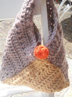 Borsa informale in lana. Lavorazione a triangolo.