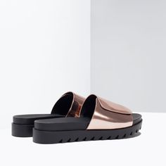 Image 4 of LAMINATED TRACK SOLE SANDALS from Zara