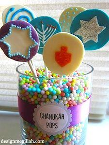 Here is a fun idea for your next Chanukah party--lollipops made from candy melts. They make a nice addition to the traditional offering of C. Hanukkah Crafts, Hanukkah Food, Hanukkah Decorations, Happy Hanukkah, Hannukah, Hanukkah Bush, Holiday Treats, Holiday Parties, Holiday Fun