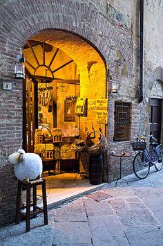 Pienza, Tuscany, Italy                                                                                                                                                                                 More