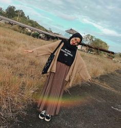 Hijab styles 838725130583087849 - Source by unaapritie Hijab Casual, Ootd Hijab, Hijab Chic, Hijab Dress, Girl Hijab, Modern Hijab Fashion, Street Hijab Fashion, Muslim Fashion, Hijab Fashion Casual